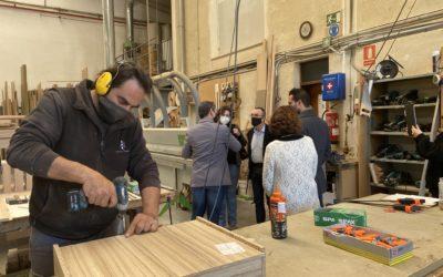 Presentados los cheques de consultoría del IDI en empresa sector madera asociada a CETEBAL